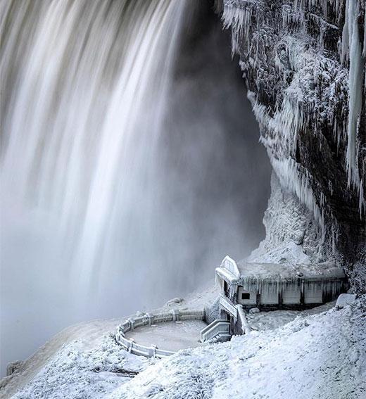zamarzniety wodospad niagara2